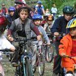 Nezapomeňte, že na kole se jezdí jen s přilbou