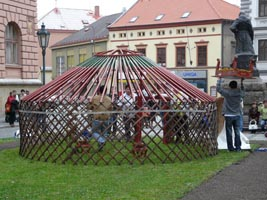 stavba jurty