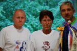 Na fotografii zleva: čáslavský běžec Karel Váňa, světová rekordmanka Jarmila Kratochvílová, organizátor štafety Jan Rýdlo