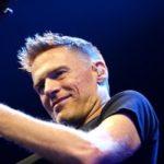 V červnu se do Prahy vrátí Bryan Adams