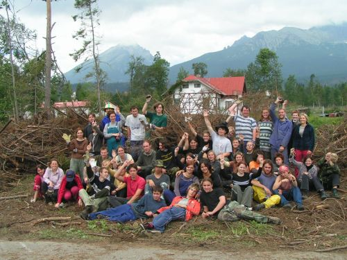 Organizovaná výprava Občanským sdružením Altus a Aliancí dětí a mládeže Královéhradeckého kraje na pomoc Tatrám