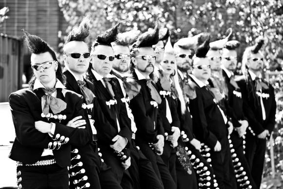 Leningrad Cowboys - Dvanáct jednorožců už za vámi cválá do Prahy