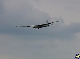 Přílet OK-5710, foto: archiv Aeroklubu Chrudim