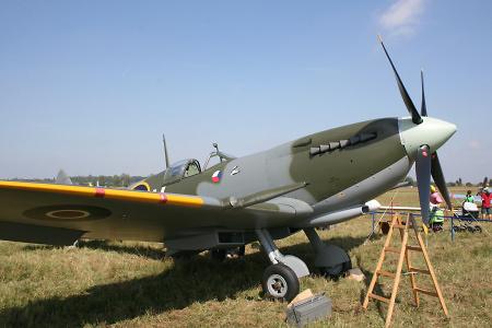 Letecký den v Chrudimi navštívil i proslulý Supermarine Spitfire..., foto: Archiv Chrudim