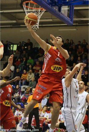 Basketbalové utkání mezi BK Jip Pardubice a BK Děčín, foto: Roman Valenta