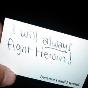 Kartička zveřejněná třiadvecetiletým mladíkem, který se rozhodl bojovat se svojí závislostí na heroinu, aby mohl svému v té době ještě nenarozenému dítěti jednoho dne povědět o slibu, který dodržel.