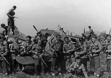 Partyzáni na chrudimském letišti v květnu 1945