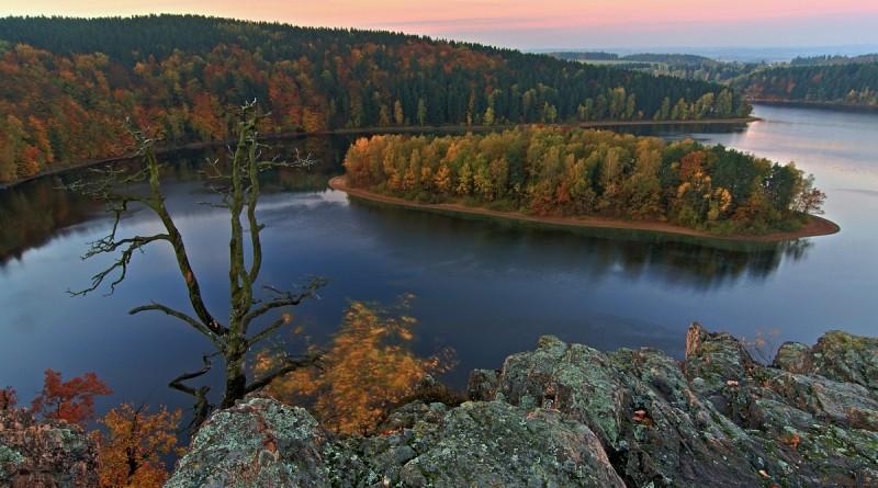 Přehrada / vodní nádrž Seč ze zříceniny Oheb | Železné hory