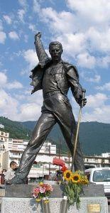Socha Freddie Mercuryho v Montreux ve Švýcarsku