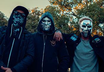 Maskovaná partička Hollywood Undead se po dvou letech vrátí do Prahy