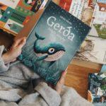 V první zásilce z KNIHOZEMĚ dorazily do knihkupectví novinky od Rowlingové, Nesbøho i Gaimana