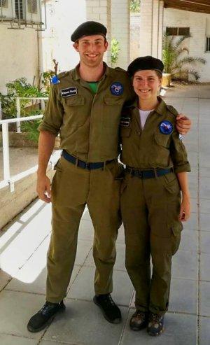 Uniformy nám skutečně slušely.