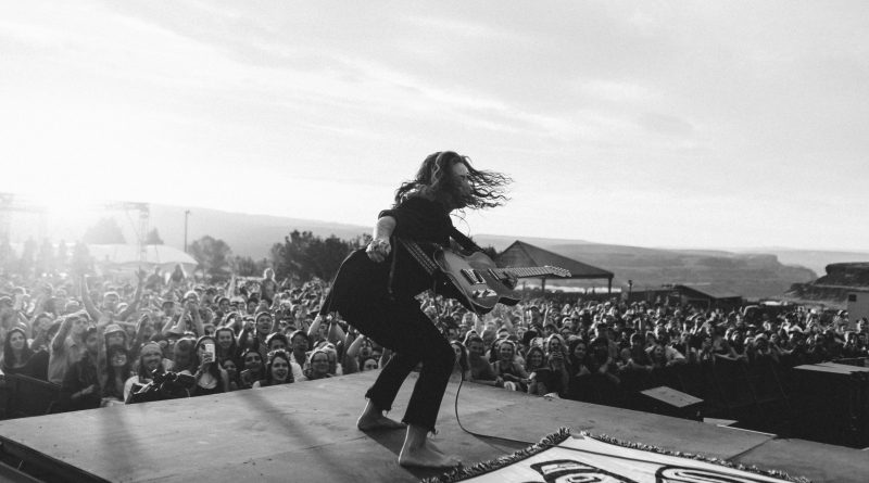 Australská rockerka Tash Sultana vystoupí poprvé v Praze