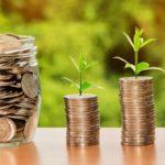 Až tři čtvrtiny Čechů mají úspory na běžném účtu. Proč a jak správně spořit?