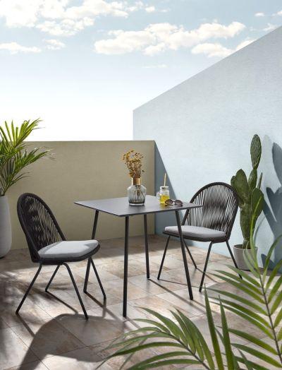 Krásně a subtilně působí vyplétané židle – zdroj Bonami