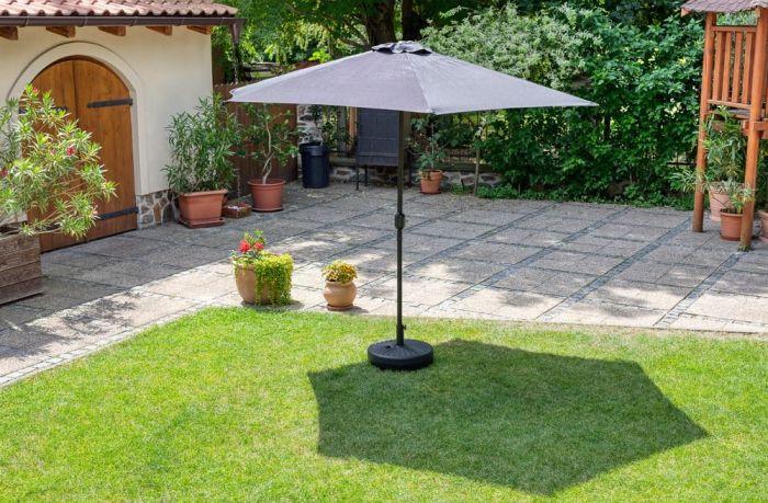 Slunečník poskytne příjemnější klima